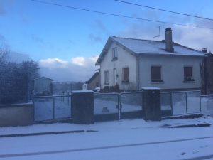 Maison en cours de rénovation avec grand terrain