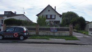 Maison avec grand hangaret beau terrain arboré